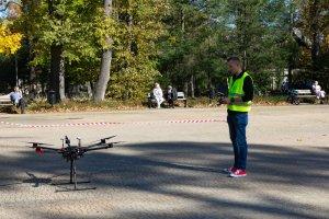 Pokaz dronów
