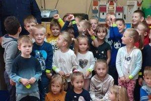Dzielnicowi z wizytą u przedszkolaków i uczniów